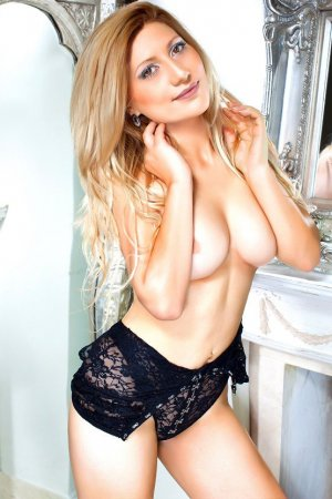 Lindia outcall escort in Bedford